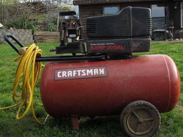 Photo Craftsman 30 Gal, 5.5hp Air compressor - $125 (Dover)