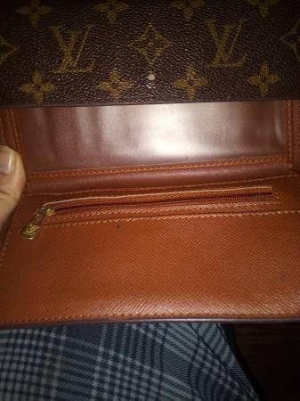 Photo Louis Vuitton wallet - $75 (Clarksville)