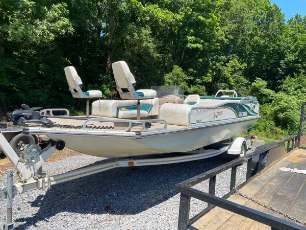 Photo Lowe Deck Boat For Sale - $10,500 (Clarksville)