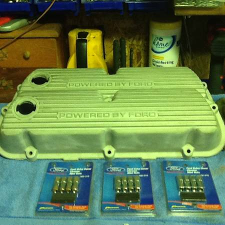 Photo MUSTANG GT 5.0 POWERED BY FORD ALUMINUM VALVE COVERS - $100 (LEWISBURG TN)