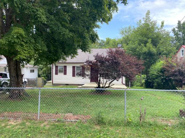 Photo Really nice two bedroom house (Clarksville)