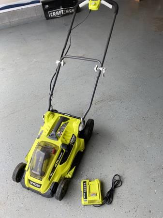 Photo Ryobi 16quot 40-Volt Lithium-Ion Cordless Battery Walk Behind Push Lawn M - $160 (Sango)