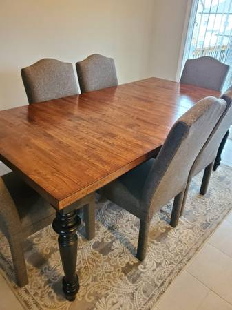 Photo Table  Chairs  Dining Table  Chairs  Kitchen - $1,700 (Clarksville)