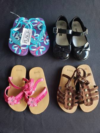 Photo Toddler girls size 6 shoes , sandals - $22 (Tiny Town Rd)