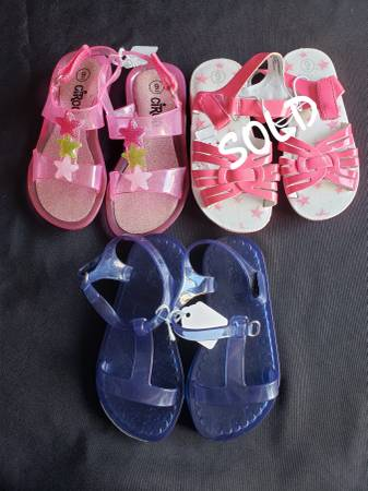 Photo Toddler girls size 9 sandals shoes (Tiny Town Rd)