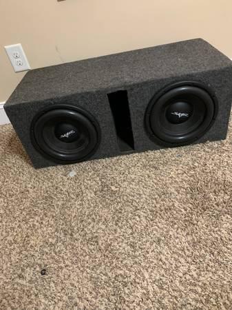 Photo Two Skar audio 10in subwoofers wbox - $200 (Clarksville)