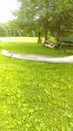 Photo 17 foot Grumman aluminum canoe - $530 (mantua)