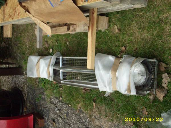 Photo 1965 BUICK ELECTRA GRILLES WITH CHROME AND METAL SURROUND - $350 (KIRTLAND)