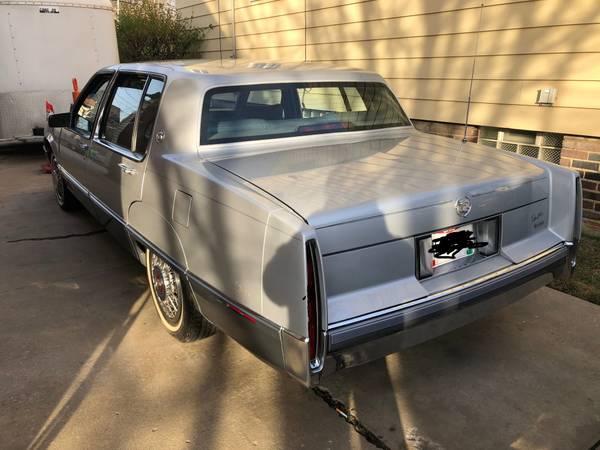 Photo 1989 Cadillac Fleetwood - $5,900 (GARFIELD HEIGHTS)