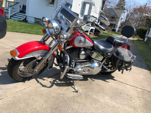 Photo 2002 Heritage Softail Classic - $6,500 (cleveland)