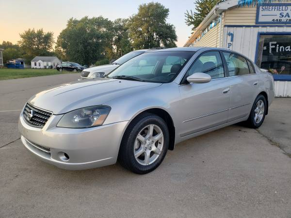 Photo 2005 Nissan Altima 3.5 SL.. V6.. Leather.. Sunroof.. Fog Lights.. - $3,400 (Runs Excellent Ice Cold AC.. Clean Interior.. New Echeck)