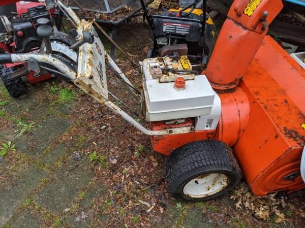 Photo ARIENS 1032 snow blower runs needs minor work - $200 (lyndhurst)