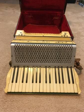 Photo Accordion (vintage) - $100 (Brunswick and Westlake)