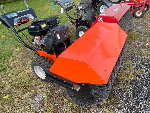 Photo Ariens 363939 hydro walk behind brush tractor - $3,500 (North Ridgeville ohio)