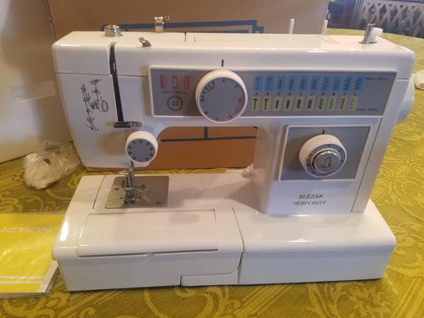 Photo Attn sewers Brand new heavy duty metal sewing machines - $399