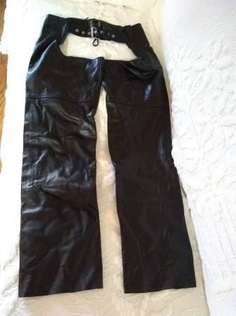 Photo BLACK LEATHER FULL CHAPS SIZE MEDIUM NEVER WORN ZIPPER  SNAP SIDE - $50 (MIDDLEBURG HTS)