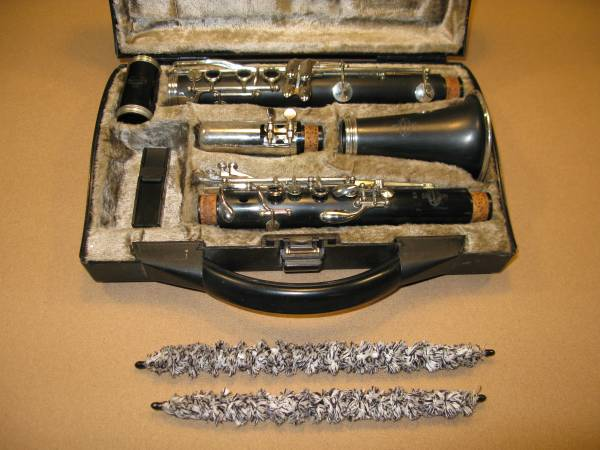 Photo BUFFET CRAMPON B12 STUDENT CLARINET WITH BUFFET HARD CASE - $160 (WILLOUGHBY)