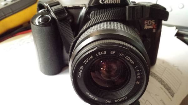 Photo Canon ES Rebel X S - $165 (Bay Village)