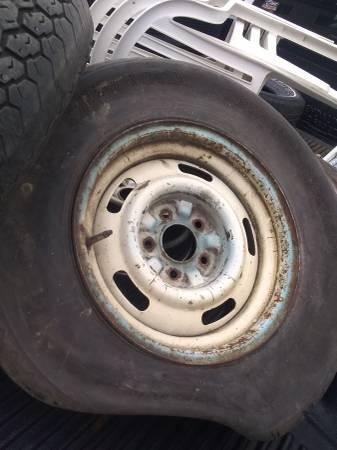 Photo Chevy 15quot rally wheels (2) Monte Carlo  Nova 1970 - 1972 FW code - $60 (Willowick)