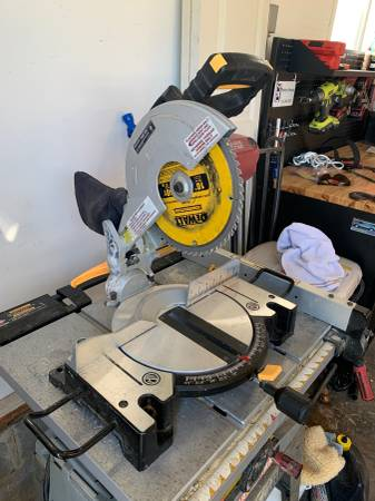 Photo Chicago electric 10 inch miter saw - $60 (Chardon)