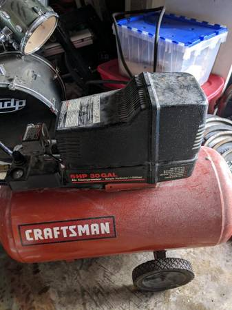 Photo Craftsman 30 gal. Air Compressor - $250 (Willoughby)