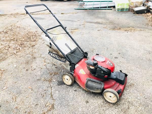 Photo Craftsman Briggs  Stratton 625 series 22 lawn mower - $50 (Bedford)