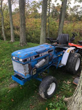 Photo Ford 1220 2x4 tractor with belly mower - $3,150 (Brunswick)