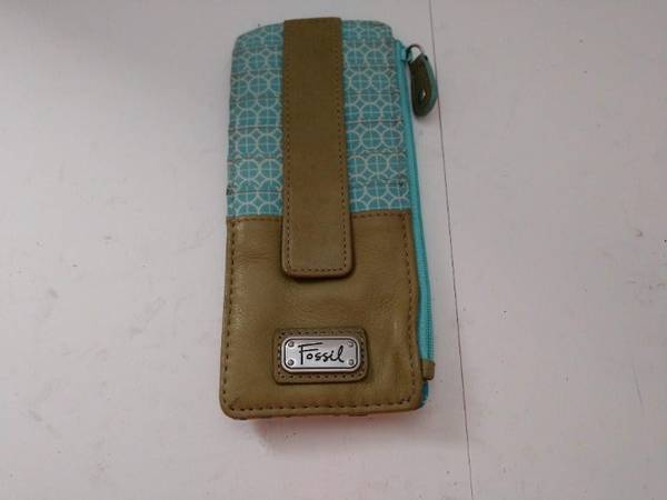 Photo Fossil Leather Wallet Blue  Green Color - $15 (bedford heights)