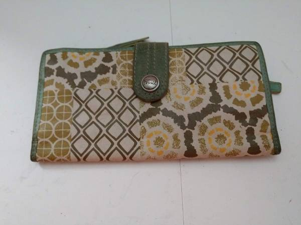 Photo Fossil Leather Wallet Green, Teal  White Color - $20 (bedford heights)