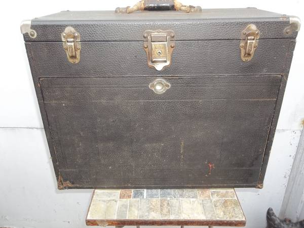 Photo GERSTNER  SONS WOOD TOOL BOX WITH LEATHER SKIN  11 DRAWERS - $200 (PARMA)