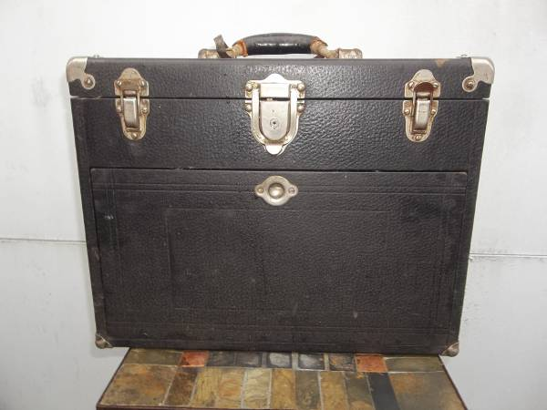 Photo GERSTNER  SONS WOOD TOOL BOX WITH LEATHERETTE WRAP  7 DRAWERS - $150 (PARMA)
