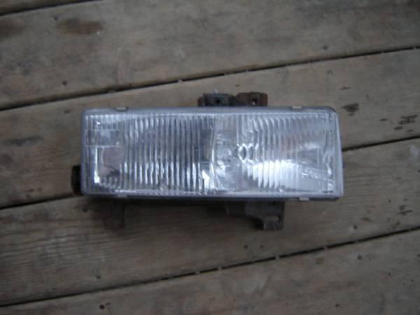 Photo GMC Van Headlight - $20 (Chardon)