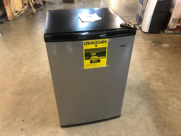Photo Haier 4.5 Cu. Ft. Mini Fridge Refrigerator HC46SF10SV - $79 (Willoughby)