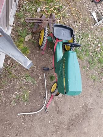 Photo John deer pedal tractor - $200 (Painesville ohio)
