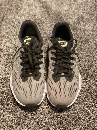 Photo NEW Womens Nike Zoom Winflo 4 size 8.5 - $25 (Willowick)