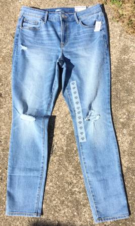 Photo OLD NAVY Womens Mid-Rise Pop Icon Skinny Distressed Jeans Size 12 NEW - $15 (Cleveland)