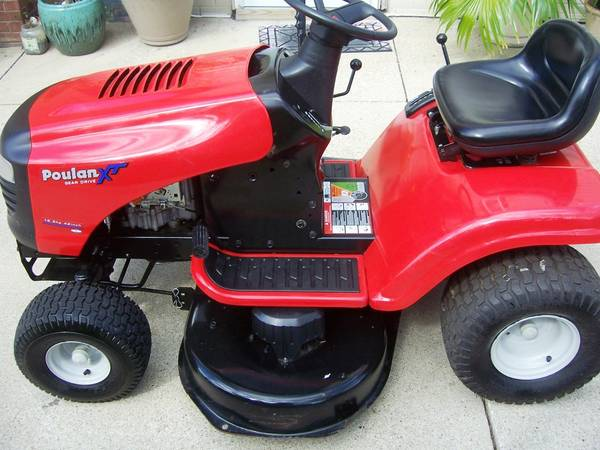 Poulan Tractor Riding Mower 750