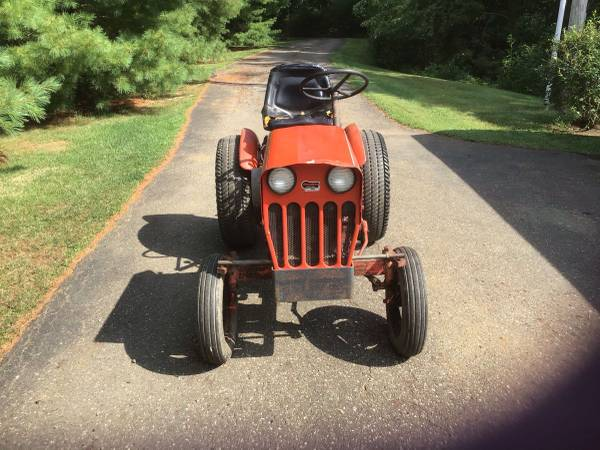 Photo Power king tractor - $1,000