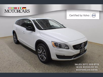 Photo Used 2017 Volvo V60 T5 Cross Country Platinum AWD for sale