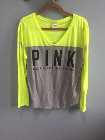 Photo Victorias Secret PINK Jersey shirt - $10 (North Royalton)