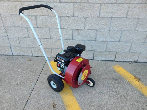 Photo Walk Behind Leaf Blower - $250 (Painesville)