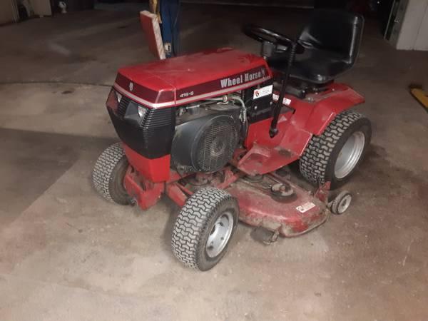 Photo Wheel horse Garden Tractor - $600 (Sheffield Village)