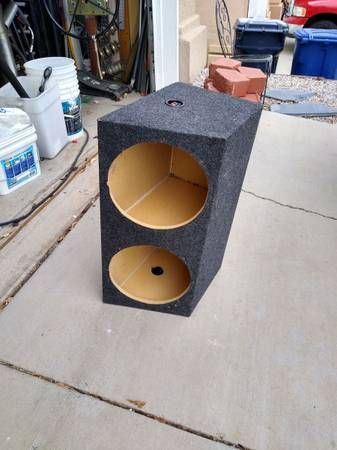Photo 12-in subwoofer box for two 12-in subwoofers sealed - $40 (Albuquerque)