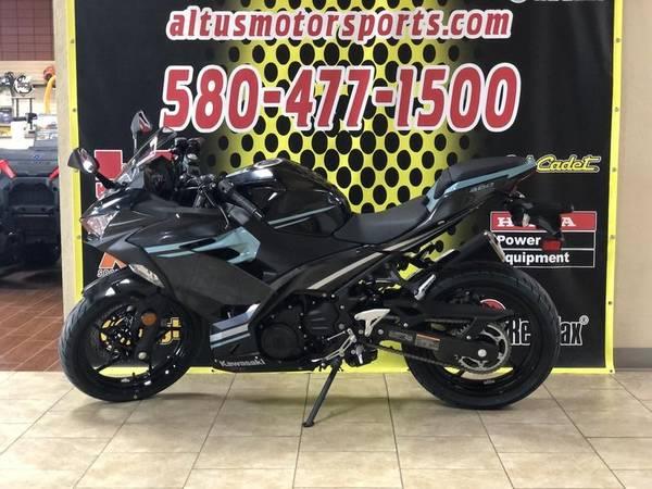 Photo 2020 Kawasaki Ninja 400 Spark Black Magnetic Dark Gray Phantom Blue - $4,999 (Altus)