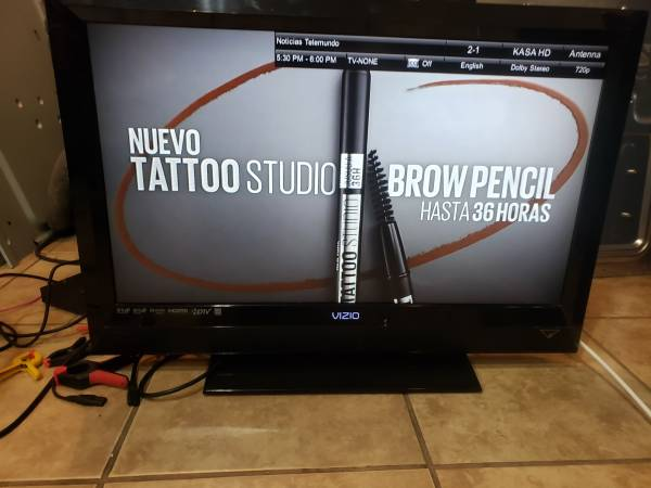Photo 32quot Vizio Lcd tv. Not smart. Hdmi 1 doesn39t work, hdmi 2 does. Stand-r - $29 (Northeast)