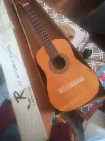 Photo Broken guitar - $75 (Las Vegas)