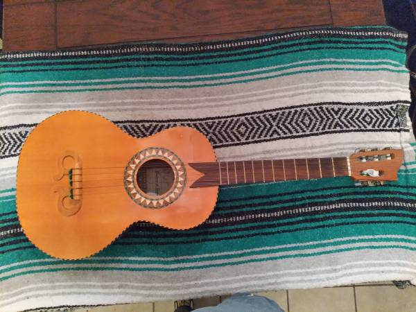 Photo Mariachi Guitarra de Golpe $360 obo - $360 (Rio Rancho)