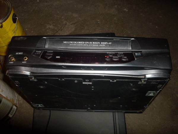 Photo SANYO VHS PLAYER - $20 (SANTA FE, N.M.)
