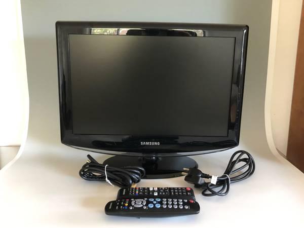 Photo Samsung 19 HDTV Model LN19A330J1D- HDMI With Remotes - $25 (Santa Fe)