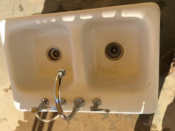 Photo Vintage kitchen sink - $30 (Albuquerque)